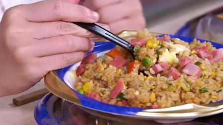 大胃王密子君狂吃12份猪油炒饭! 吃完了还不忘给饲养员做一份!