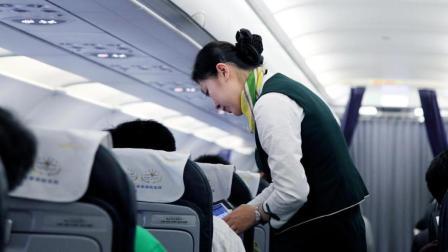坐飞机为啥要嚼口香糖, 终于找到科学依据, 这类人要当心耳聋!