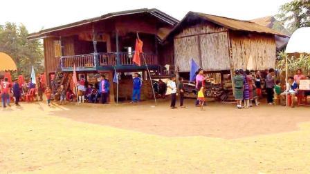 这是老挝的普通农村, 基本没有水泥路! 实拍老挝农村节日现场