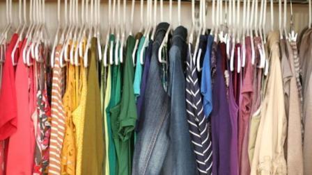 家庭收纳妙招, 只需这样做, 家里的衣橱能够多放好几倍的衣服! 实用生活小妙招