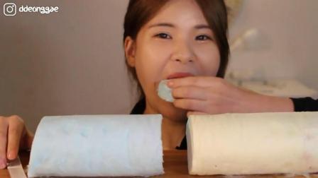 韩国大胃王豪放派, 吃超大块的棉花糖, 听听这咀嚼声, 吃的真带劲