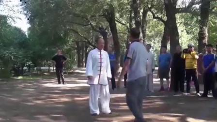 武术高手公园内切磋比武, 实战真功夫招招致命, 传统武术的代表