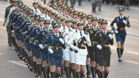 外国人看过中国阅兵式后, 这样的评价, 彰显国威