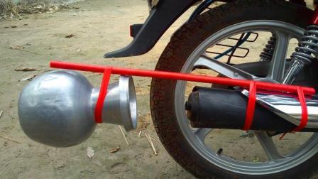 农村小伙没钱买跑车, 改装家用摩托车排气管, 网友: 声浪不输跑车
