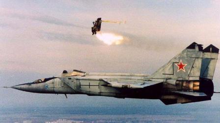 战斗机超过音速不能跳伞? 俄国飞行员不信, 拼命试了一次当场懵呆