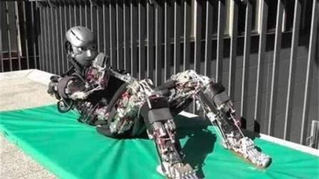 """日本最新发明机器人, 比人类灵活6倍, 运动时竟还会""""流汗""""!"""