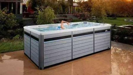 在浴缸大小的泳池里怎么也游不到头, 这是为什么? 一起见识下!