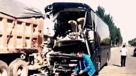 现场: 辽宁突发客货车相撞事故致3死8伤