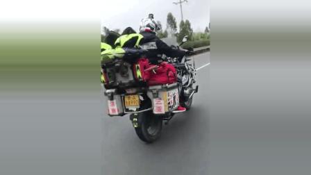 摩托车上高速, 看到车厢的字我服了!
