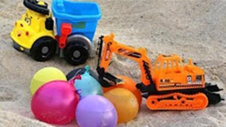 挖掘机沙漠运送水球送给小货车 挖土机工作视频 挖掘机视频表演 挖掘机救援