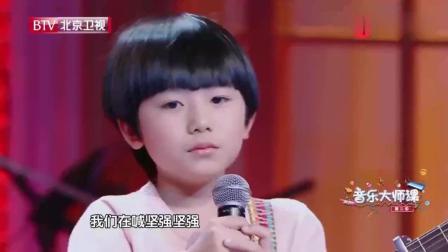 9岁小男孩一首《父亲》, 全场失控泪奔, 杨钰莹哭成泪人
