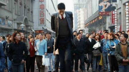 2米42中国第一巨人, 和泰森同岁却无儿无女, 妻子回应: 不方便