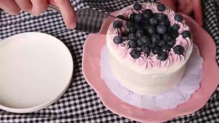 给宝贝做个好吃的蓝莓蛋糕, 加了点芝士朱古力, 味道真不错