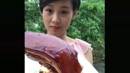 安徽大牙妹狂吃五花肉, 猪皮太厚了!