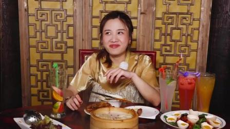 大胃王密子君一个重庆人第一口吃的是清汤口味的, 还是红油火锅最好吃啊