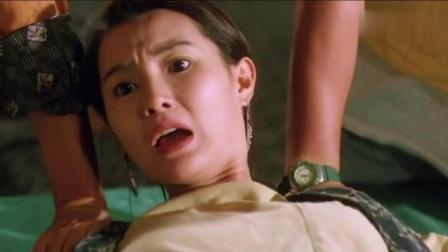 香港经典电影: 女记者偷拍黑势力内幕, 被教训!
