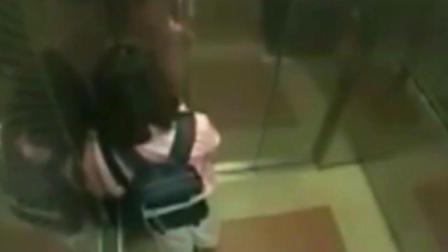 """粉衣女孩看到带帽男子跟进电梯, 内心是""""绝望""""的"""