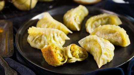 土豆馅的饺子你吃过吗? 这个煎饺保证令你有惊喜!