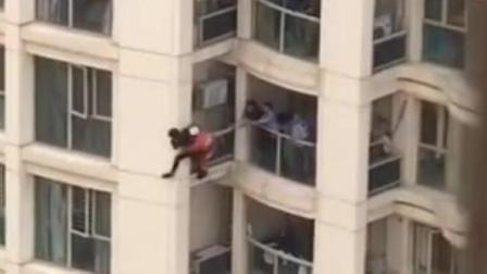 少年因家长不让玩游戏 爬上窗台欲跳楼
