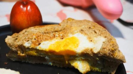 教你2分钟学会鸡蛋土司, 大学在宿舍赖床也有早餐吃!