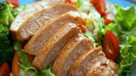 香煎鸡胸肉: 轻松10分钟, 搞定减肥餐