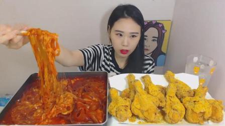 韩国大胃王卡妹, 吃中式辣味芝士宽粉和8个炸鸡腿, 妹子真能吃