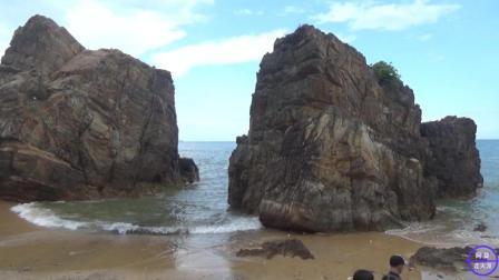 中国小伙在越南, 骑着摩托去海边玩, 这里的海滩不会有人山人海!