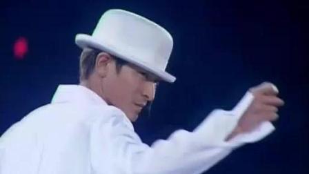刘德华最经典的演唱会, 现场撕衣帅出天际! 现场的fans好幸福