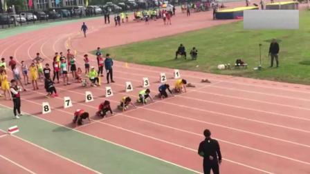 小学生的实力就是这么强, 跨栏比赛让你3秒照样