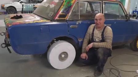 外国牛人用10000张A4纸做轮胎, 给汽车换上后才是霸气的开始