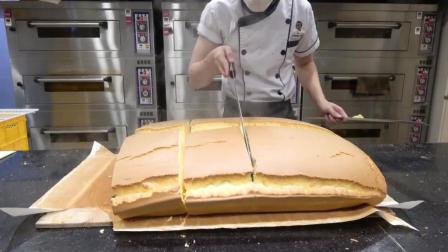 烤箱刚出来的蛋糕, 不平整的蛋糕要怎么切