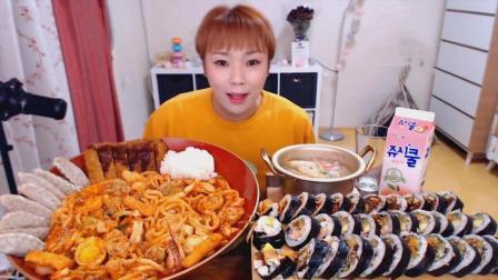 韩国大胃王新姐, 吃超大盆炒乌冬面、排骨饺子、炸猪排和紫菜包饭, 还有一锅汤
