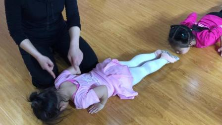 西安东郊专业少儿培训中心 儿童中国舞基本功卷腰准备 鑫舞曹老师