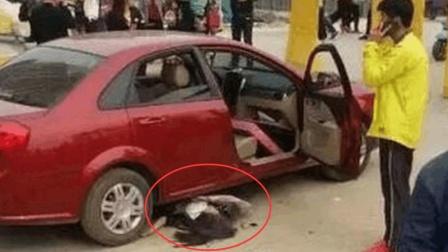 女司机疯狂碰瓷, 自以为豪车司机会停车, 没料司机直接压了过去! 女司机当场死亡
