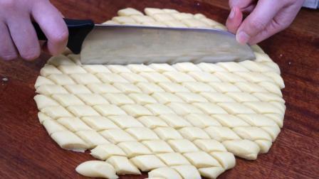 一碗面粉, 2个鸡蛋, 不用烤箱, 不用发酵, 做出香酥可口的小零食
