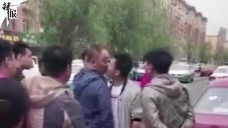 两男子争吵 他突然给对方一个吻