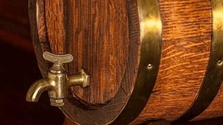 """""""树酒""""你听说过吗? 用木材酿酒, 喝起来啥味?"""