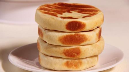 鸡蛋饼新做法, 松软美味又营养, 四周金黄, 咬一口嘎嘣脆, 好香啊