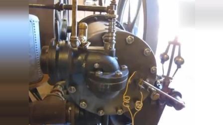 1904年的一台天然气发动机, 老师傅这启动的架势, 涨知识了