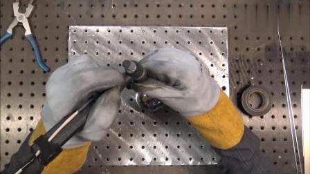 这电焊师傅干活就是利索, 就这技术一天得多少工钱?