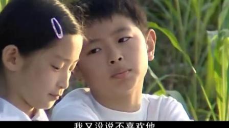 小男孩不知道为什么爸爸要把妈妈赶跑,只能跟同学抱怨