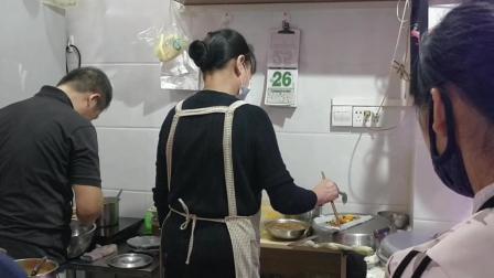 4块钱一份鲜牛肉卷筒粉, 广西南宁的夜市, 你去逛过吗?