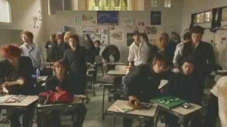 日本女老师两个字就让全班起立, 一回头却傻眼了……