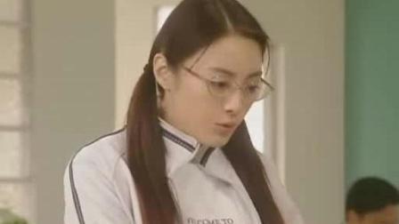 日本女老师认为打架是种运动, 副校长立马明白她的意思, 太坏了!