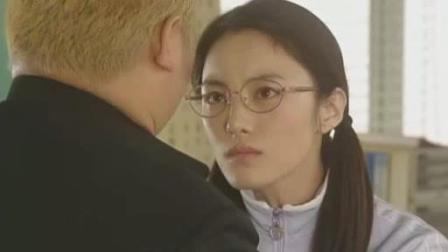 日本女老师太贴心, 吓得男学生都不敢动!