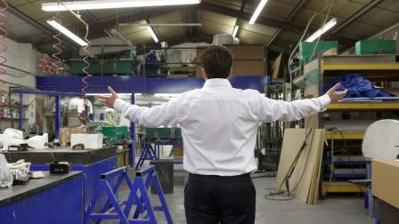 为什么工厂老板长期亏本, 也不让工厂倒闭?