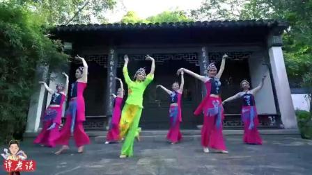 这算是戏曲舞蹈吗? 音乐很熟悉, 编舞挺有意思