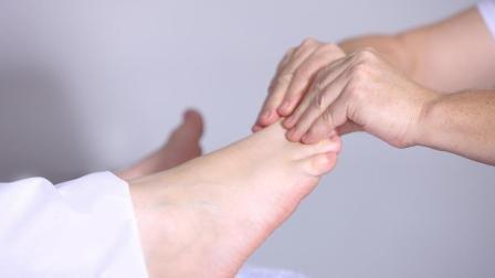 扁平足矫正方法解析——足底放松训练