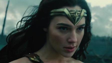 神奇女侠的盾牌, 怎么像美国队长的盾牌, 连加特林机枪都不怕