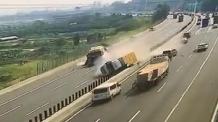 现场眼 东莞高速路上3辆小车逆行引发多车碰撞 肇事者弃车逃离